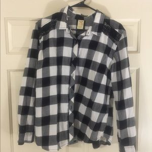 Xl black and white flannel